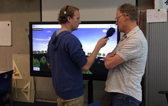 Team Friesland op de radio. Jan Witteveen geeft uitleg